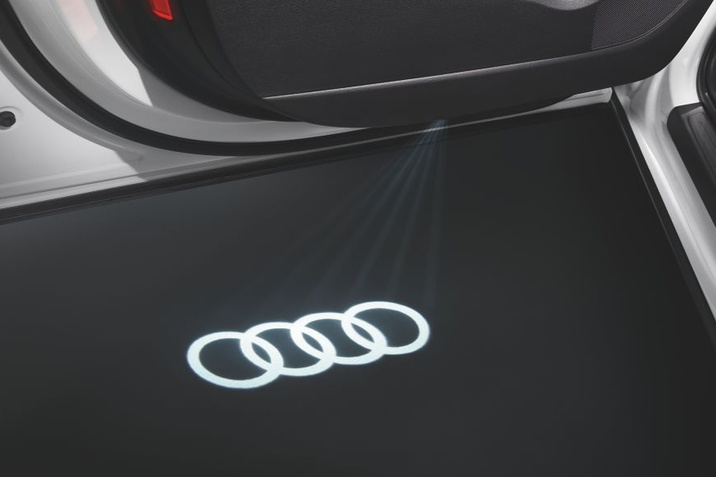 Ofera lunii Iulie Audi
